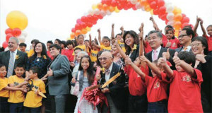 Photo of the ribbon cutting ceremony with Dr. Lee. (Photo is from The Korea Times)