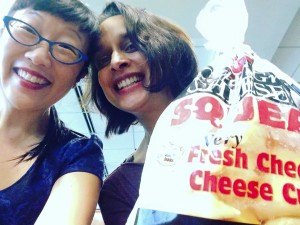 YES! CHEESE CURDS! Tanuja and Paula finally enjoy a taste of a foodie Wisconsin speciality. YUM! :)