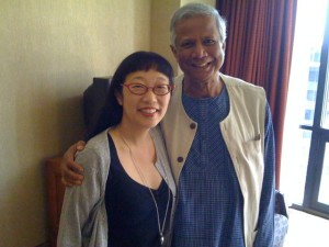 I showed the students a picture of Professor Muhammad Yunus and I after my interview with him.
